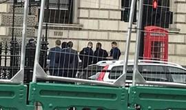 Polícia de Londres detém homem na posse de armas junto ao Parlamento