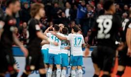 Schalke goleia em Leverkusen e sobe ao oitavo lugar