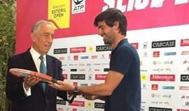 Gastão Elias ofereceu raqueta ao Presidente da República