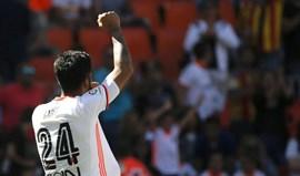 Valencia goleia Osasuna com Garay e Rodrigo em evidência