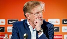 Federação holandesa confirma Dick Advocaat como selecionador em momento difícil