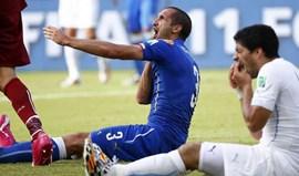 Mordidela a Chiellini tirou 80 mil euros a Luis Suárez de imediato