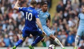 Manchester City vence Leicester e sobe ao terceiro lugar