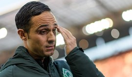 Werder Bremen renova contrato com treinador Alexander Nouri
