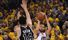Warriors batem Spurs e colocam-se a vencer por 2-0 na final do Oeste