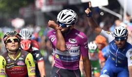 Fernando Gaviria soma terceira vitória em etapas