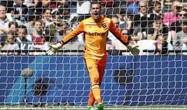 Adrián renova por duas épocas com West Ham