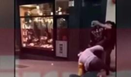 Jogador do Manchester City apanhado em cenas de violência na rua