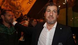 Bruno de Carvalho e a equipa de andebol: «De menino têm pouco»