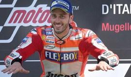 MotoGP: Andrea Dovizioso resiste a ataques dos adversários e a intoxicação alimentar