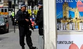 Polícia inglesa revela que oito agentes abriram fogo contra autores dos atentados