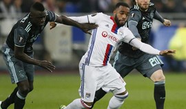 Liverpool entra na luta por Lacazette sem medo do United