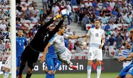Maxi Pereira e Coates não evitam derrota frente à Itália