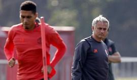Smalling revela que jogou com dor em mensagem para Mourinho