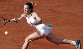 Simona Halep junta-se a Jelena Ostapenko na final feminina