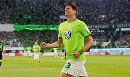Mario Gomez continua no Wolfsburgo