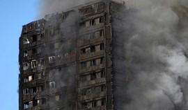 Vários mortos em incêndio em prédio em Londres