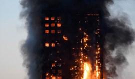 Pelo menos seis mortos e numerosos desaparecidos no incêndio em Londres
