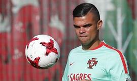 Pepe para travar Chicharito