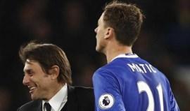 Matic 'desconfia' de Conte e força saída para o United de Mourinho