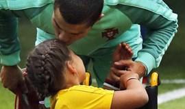 Esta menina não vai esquecer o gesto de Cristiano Ronaldo