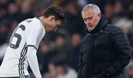 Mourinho atende o telefone e é Darmian a pedir para sair do Manchester United