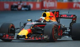 GP do Azerbaijão: Ricciardo vence corrida... de carrinhos-de-choque