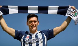 Gareth Barry assina pelo West Bromwich com recorde à vista