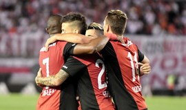 Newell's Old Boys-Racing Club: Vencer e descolar