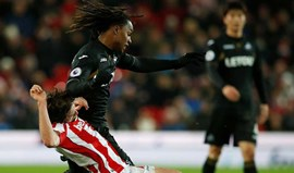 Swansea perde no terreno do Stoke City e desce ao último lugar