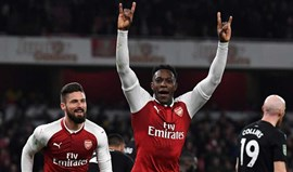 Welbeck garante apuramento do Arsenal para as 'meias' da Taça da Liga