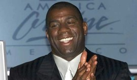 Magic Johnson vende participação nos Lakers