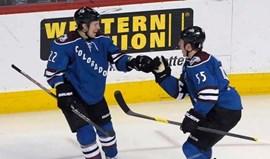 NHL: Jamie McGinn herói em Buffalo
