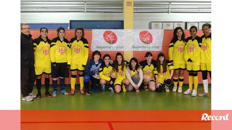 Concentração de futsal feminino no Barreiro - Desporto Escolar - Jornal  Record 23af610b8c43d