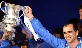 Roberto Martínez mostra troféus no currículo