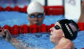 Mundiais: Katie Ledecky bate recorde do Mundo