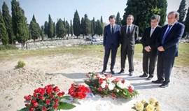 Platini homenageia Eusébio no cemitério do Lumiar