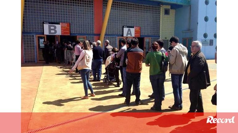Já não existem bilhetes à venda em Aveiro - Benfica - Jornal Record e9c2d6c97e311