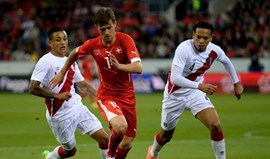 Lichtsteiner e Shaquiri dão vitória ante o Peru