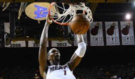 Chris Bosh segue James e Wade e deixa Miami Heat
