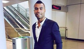 Roma confirma Ashley Cole