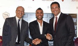 Ashley Cole oficializado na Roma