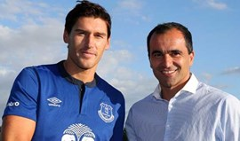 Gareth Barry assina pelo Everton