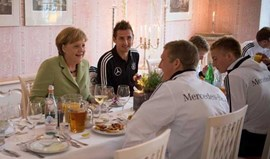 Angela Merkel distingue Miroslav Klose