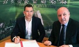 Lichtsteiner renova pela Juventus