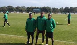Três jovens à experiência