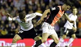 Valencia dá a volta e garante Champions