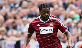 Chelsea e Manchester City disputam Alex Song