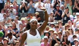 Serena Williams estreia-se com triunfo