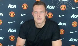 Phil Jones renova com o Manchester United